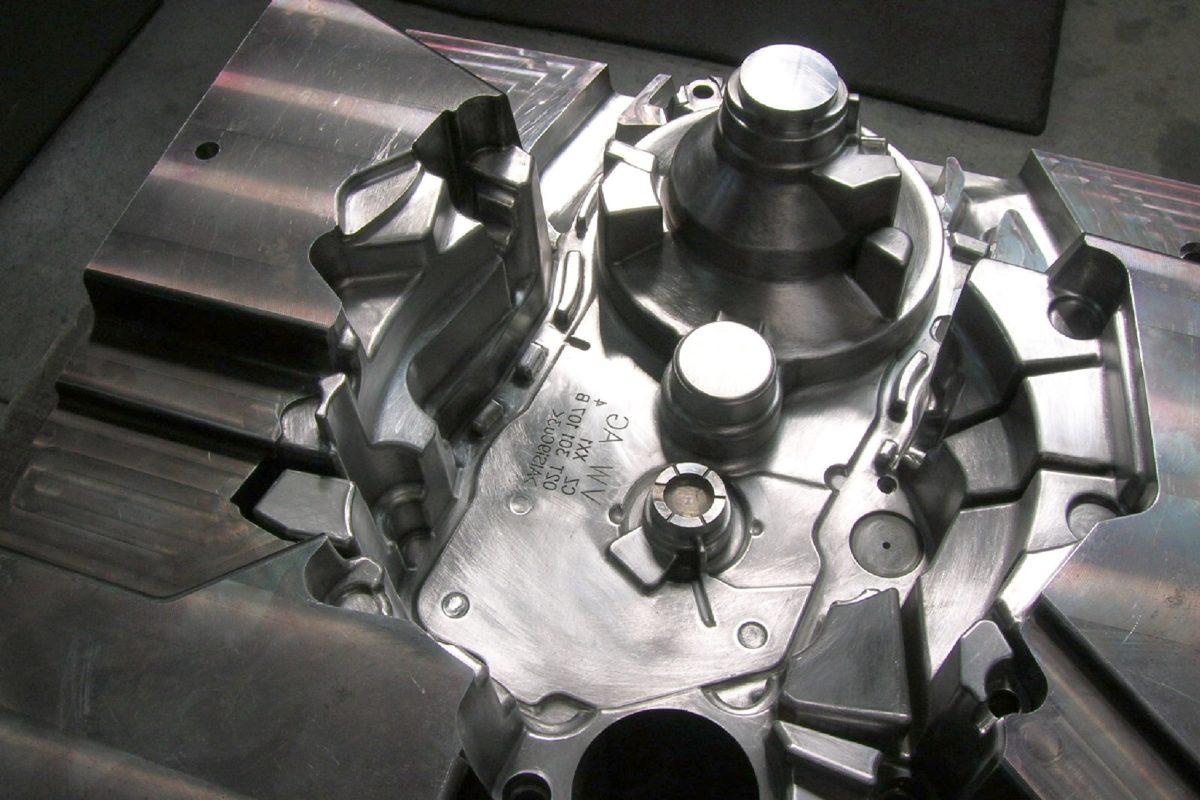 zdas-automobilovy-prumysl-10-forma-na-hlinik