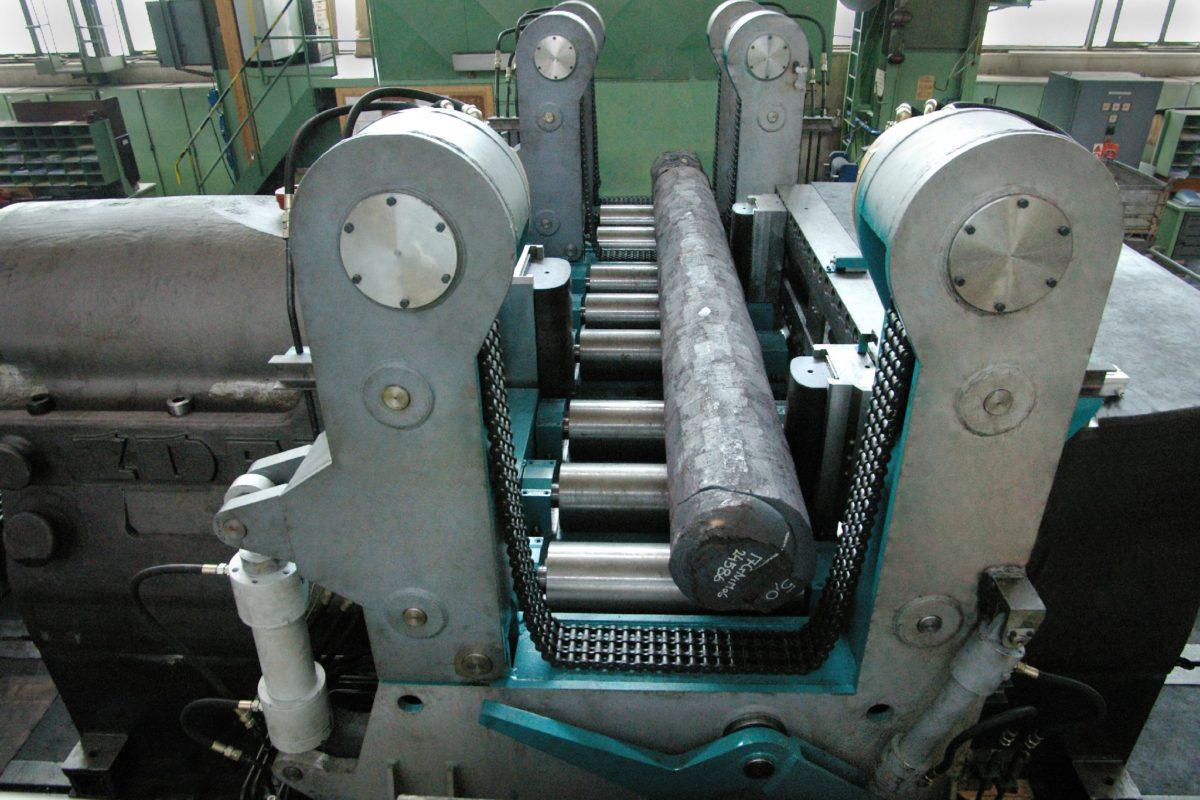 zdas-strojirensky-prumysl-01-rovnaci-lis-cdt-1000